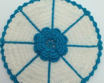 Aqua Flower Hot Pad, Vintage Crochet Hot Pad, Crochet Hot Pad, Retro Kitchen Decor, Crochet Serving Pieces