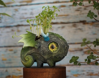 FREE SHIPPING long horn Dragon planter planting pot cute baby dragon sculpture casting moss nature earth guardian succulent