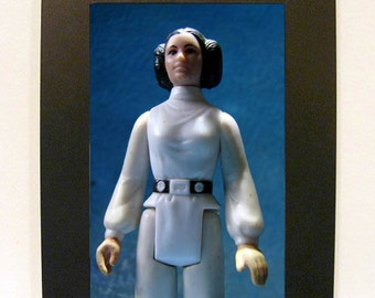 """Framed Star Wars Princess Leia Toy Photograph 4"""" x 6"""" Carrie Fisher"""