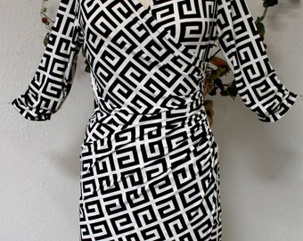 Perfect Fit Plus Size Black N White Dress, Designer and Classic, Size LARGE.