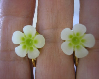 Play Earring - Clip or Pierced - Hibiscus - Two Tone Flower - Tropical Flower - White/Bight Green - 1/2""