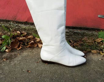 Vintage White Leather Boots
