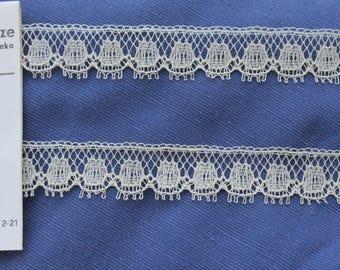 suberb vintage 1950s Plauener Spitze natural tone ecru valenciennes all cotton lace trim 5 meters 15 mm wide Unused