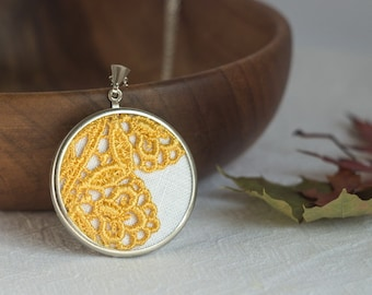 Lace necklace with Autumn yellow lace l008