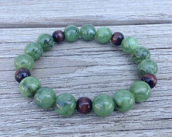 Jade green and wood beaded stretchy bracelet
