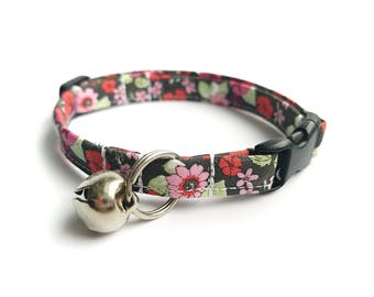 Floral Cat Collar, Breakaway Cat Collar, Handmade Cat Collar, Girly Cat Accessories, Pet Accessories, Fabric Cat Collar, Gray with Flowers