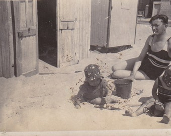 Vintage 1930/30s old French photography children and dad playing on the beach