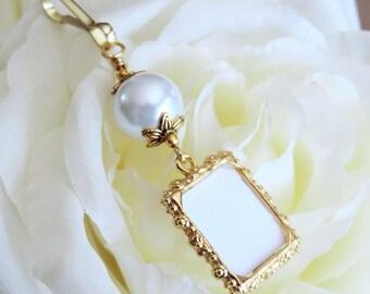 Gold tones Wedding bouquet charm. White, blue, ivory or pink pearl photo charm. Bridal shower gift. Memorial photo charm. Wedding keepsake.