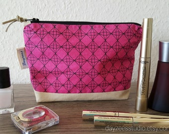 Make-up pouch | toiletry bag | cosmetic bag | pink geometric print | purse organizer | zipper pouch | accessories case | travel bag