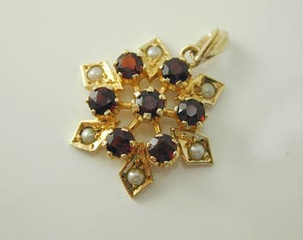 Pearl and Garnet star pendant 9 carat yellow gold 2.0 grams dated 1986