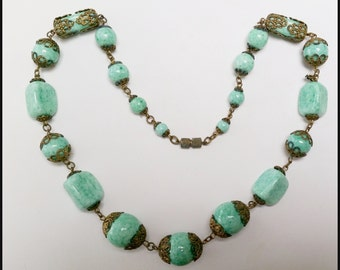 Vintage 1930s Czech green Peking Glass bead necklace