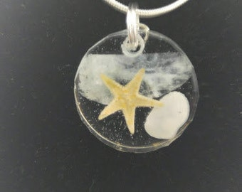 Resin SW FL Venus Shell, Starfish, and Aquamarine Pendant Necklace