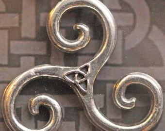 Celtic Triskele Pendant, lead-free pewter on silver chain with folder, diameter 21mm [CTSPP]