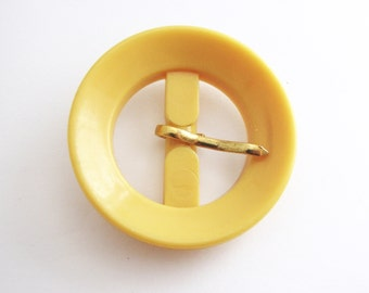 Round yellow buckle, Vintage celluloid buckle from 1960s, Early plastic buckle - still unused!!