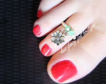 Flower Toe Ring, Flower Ring, Flower Charm Bead, Green Opal Bicones, Silver Beads, Toe Ring, Ring, Stretch Bead Toe Ring