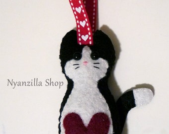 Felt Plush Ornament Loving Cat with Big Heart