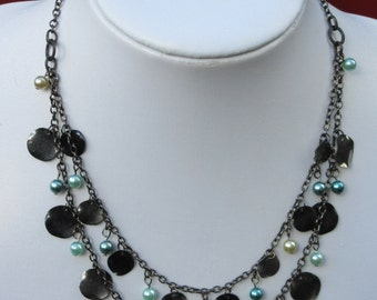 faux pearl and metal disc chain necklace,lightweight chain and disc necklace,blue cream and gunmetal coloured necklace.