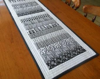 """KIT - Black & White Table Runner- 42"""" x 15"""" (107cm x 40cm)"""