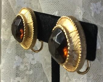 Reich aussehende Faux Topas Glas Gold-Ton Medaillon Ohrringe unsigniert Clip auf 1970 1980 rund rund Tag Abend Kuppel tragen feminin