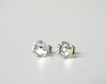 Simple Swarovski Crystal Titanium Earrings Clear Crystal Dainty Everyday Studs 纯钛耳环