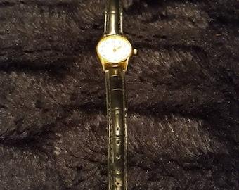 Vintage Ladies Leather Strapped Le Chat Quartz Watch
