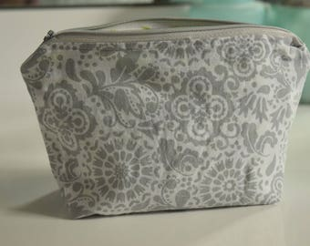 Small cosmetic bag/toiletry bag/jewelry bag/pencil case