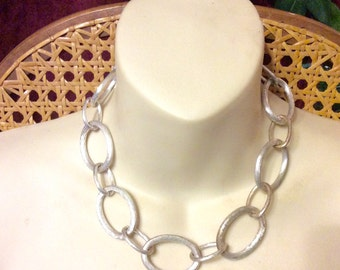 Vintage 1980's textured chain links necklace.
