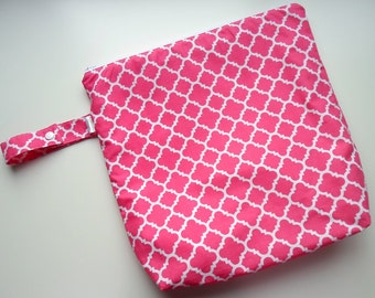 Wet /Dry Bag with Snap Handle - Waterproof Zipper Bag in Hot Pink Quatrefoil