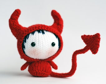 Halloween Devil Doll. PDF Knitting pattern (knitted in the round). Wire sceleton inside the tail.