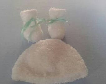 Hat and baby booties - size newborn - 1 month