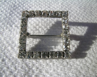 Fabulous sparkly vintage diamante and silver coloured metal hollow square brooch