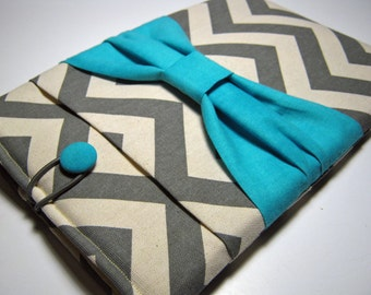 Macbook Pro Sleeve, Macbook Pro Cover, 13 inch Macbook Pro Cover, 13 inch Macbook Pro Case, Laptop Sleeve, Gray Chevron w/ Blue Bow