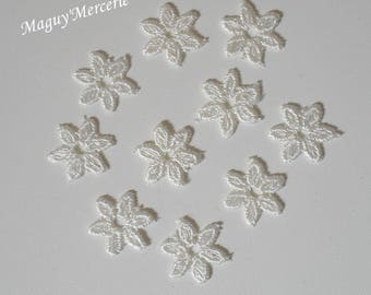 Set of 10 ivory lace flowers