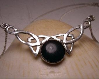 Celtique pendentif - collier - sang Centre Pierre - argent Sterling - belle - Bibilothèque accrocheur - Womens RF101