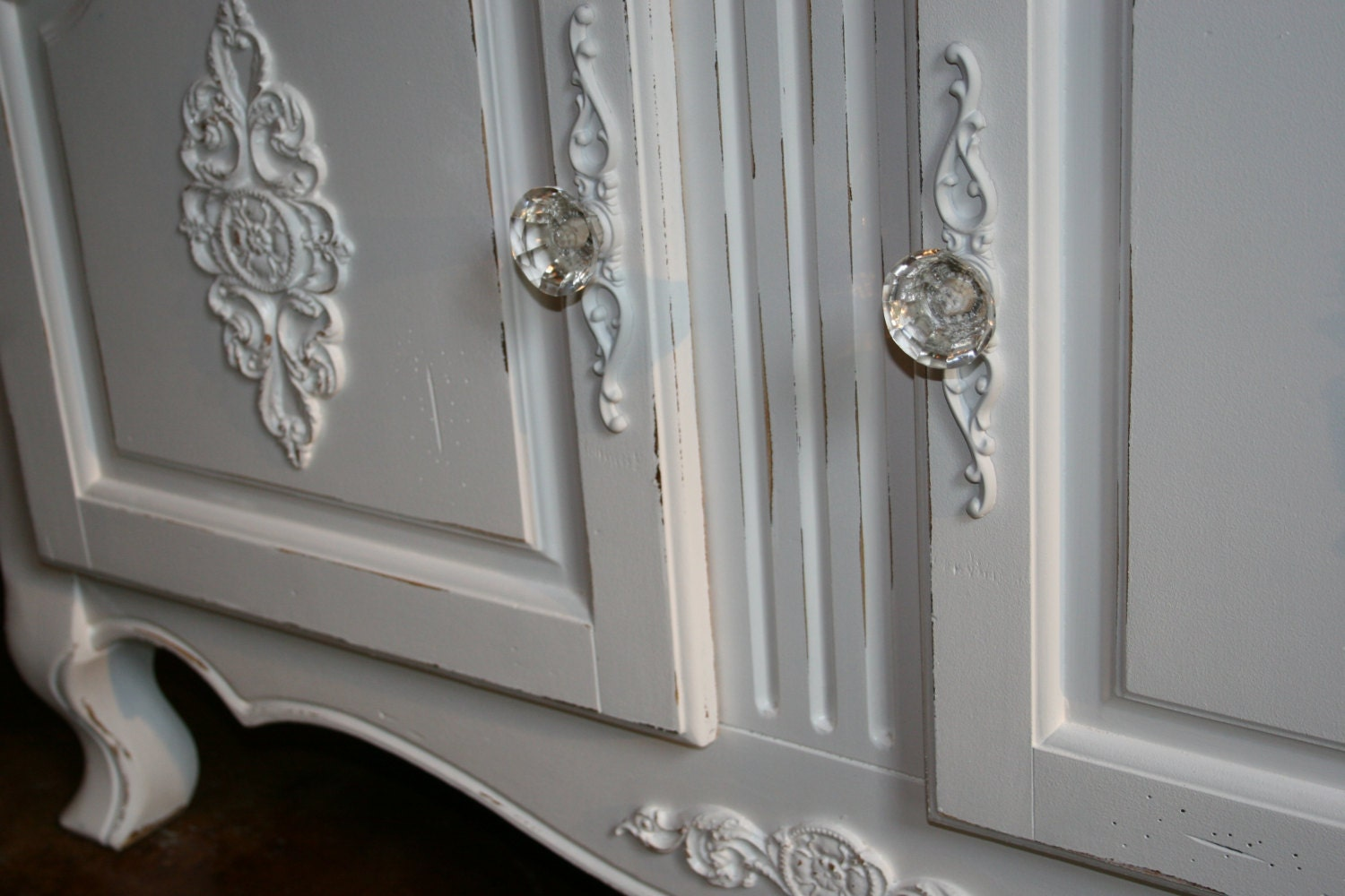These 6 Pieces Of Colorful Furniture Are Absolute Must Haves: DIY Hardware Backplates Shabby Chic Furniture Appliques