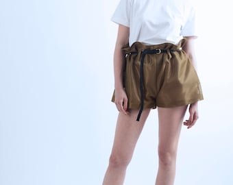 Baggy shorts high waist, bias finishes.