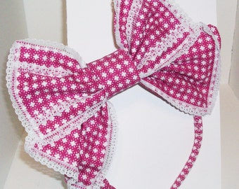 Kawaii Bright pink and White Japanese Lolita Style Hair Bow, right side.