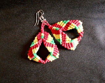 Woven macrame earrings with coated cotton thread
