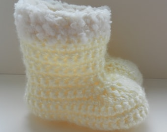 Crochet baby booties for babies age 0-3 months. Cream with fur style trim