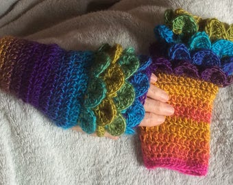 Crochet dragon crocodile scale stitch fingerless texting gloves mittens Game of Thrones Valentine gift