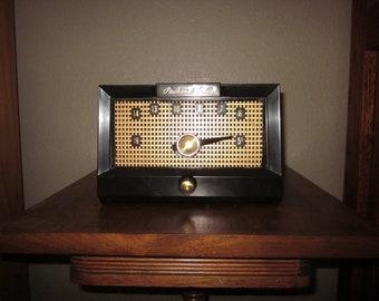 Vintage Tube Radio - AM - 1957 Packard Bell Model 5R1