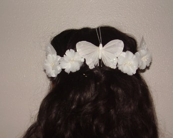 WHITE BRIDE - Set Of 5 Hair Pins, Is 4 white flowers and a white glitter butterfly, Ideal for a Wedding or a First Communion