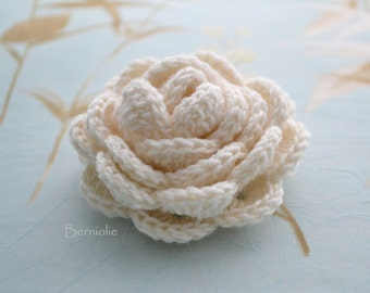 SALE, HALF PRICE,  Crochet flower brooch, shawlpin, creme I889