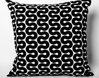 Cushion black & white: macaroni