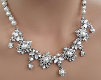 Small Pearls & Crystals Necklace