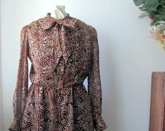 Vintage ~ Batik Print Dress ~ 1970's ~ Chestnut Brown ~ Pussy Bow ~ 100% Cotton ~ Tribal Print ~ Ethnic Print ~ Long Sleeves ~ Medium
