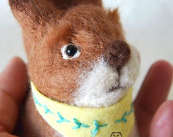 Free shipping to the UK address***Handmade needle felting squirrel+scarf /Christmas animal ornament/Xmas ornament/Squirrel miniature