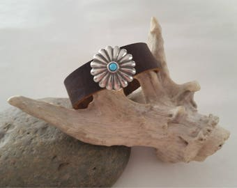 Southwestern Style Brown Leather Cuff, Western Concho Cuff, Leather Cuff with Concho, Leather Cuff with Turquoise Concho
