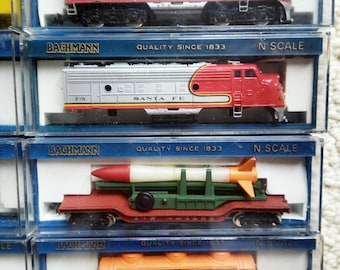 """BACHMANN """"N SCALE"""" Engine With 7 Additional Cars"""