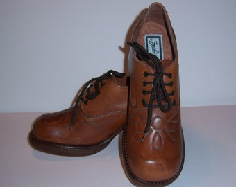 Vintage Zodiac Brown Leather Floral Flower Embroidered Platform Oxfords Shoes 9 M Deadstock NOS NWOB Stacked Heels Platforms